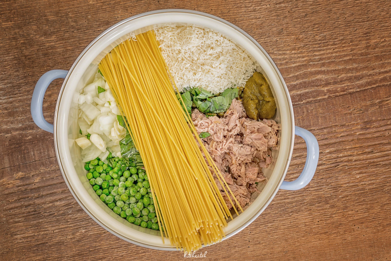 Thunfisch und Erbsen mit Spaghetti Roh