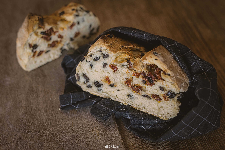 Tomaten-Oliven-Brot-2