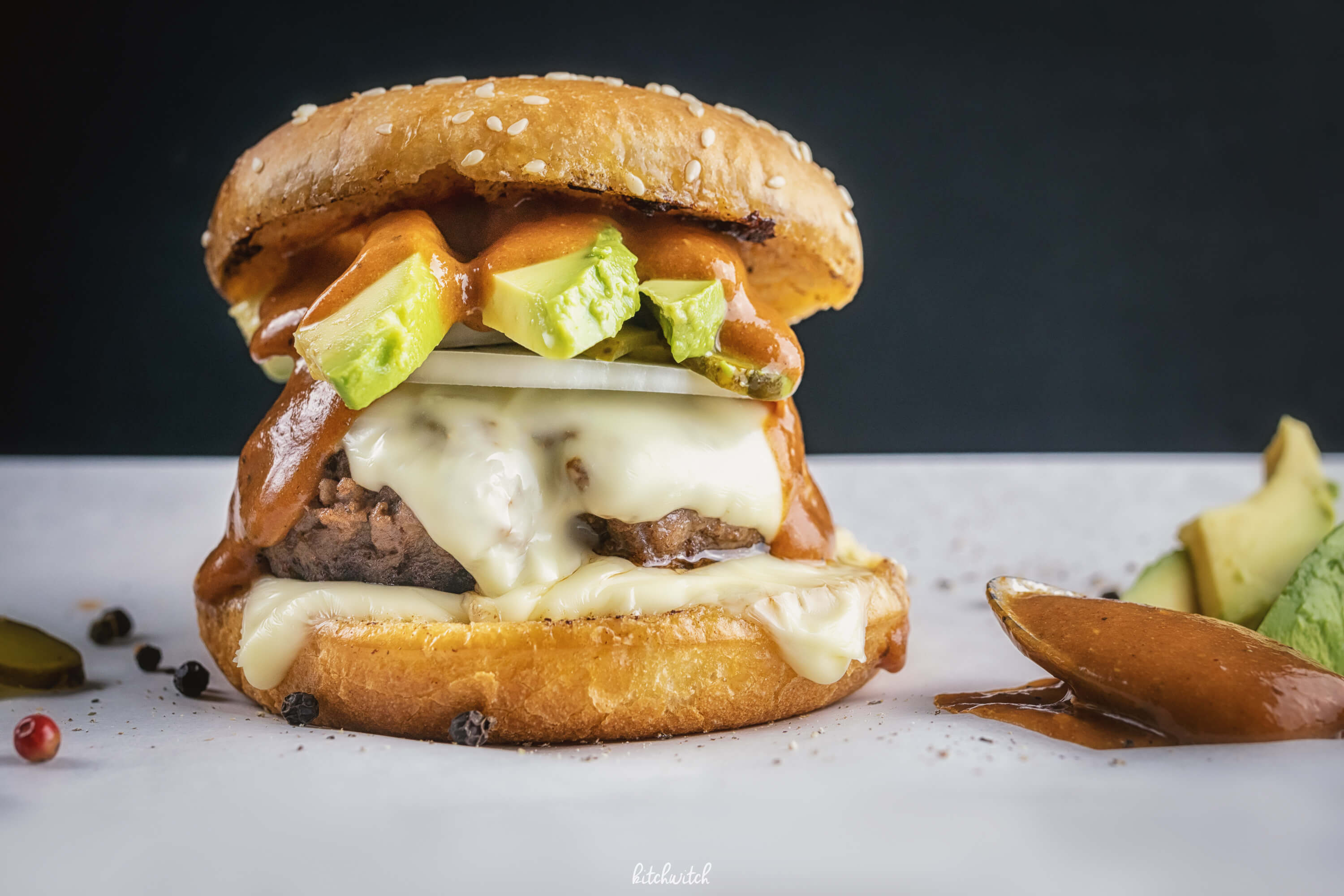 Avocado-Cheeseburger mit Rindfleisch-1