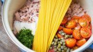 one pot pasta mit thunfisch, kapern und tomaten-1