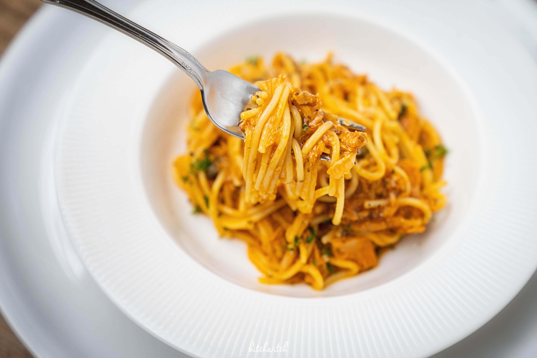 one pot pasta mit thunfisch, kapern und tomaten-3