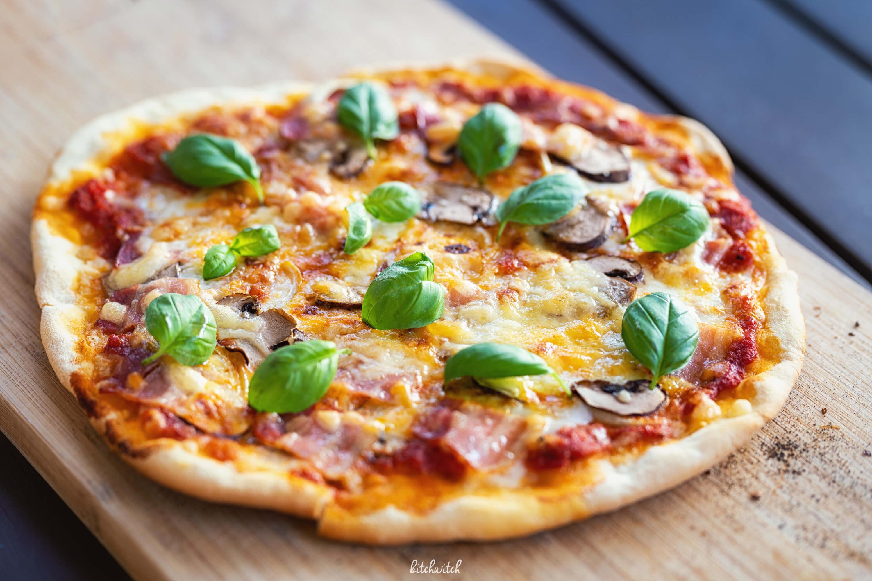 Pizza mit selbstgemachtem Teig-1
